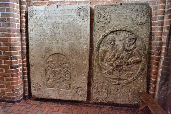 Kolobrzeg katedra plyty nagrobne