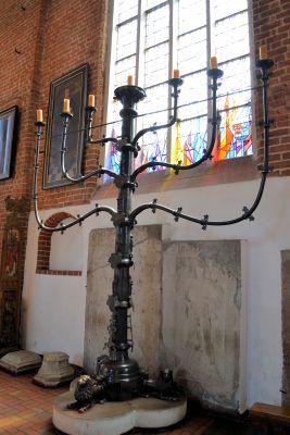 Kolobrzeg katedra swiecznik (1)