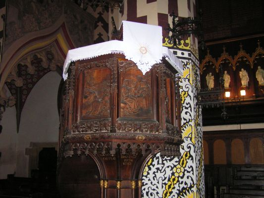 Ambona w kościele Mariackim w Legnicy