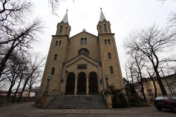 Kościół ewangelicki Zmartwychwstania Pańskiego w Katowicach - front