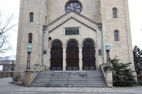 Kościół ewangelicki Zmartwychwstania Pańskiego w Katowicach, wejście