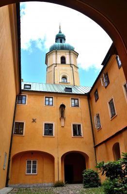 Dziedziniec klasztorny kościół św. Marcina Warszawa
