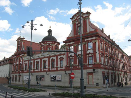 Budynek Ossolineum we Wrocławiu - widok od strony Odry