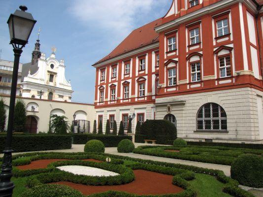 Ossolineum - dawny klasztor Krzyżowców z Czerwoną Gwiazdą we Wrocławiu