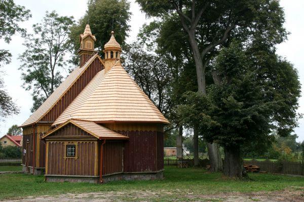 Chotum, kościół par. p.w. MB Częstochowskiej 02; Kot