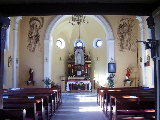Wnętrze kościoła w Ługach Ujskich