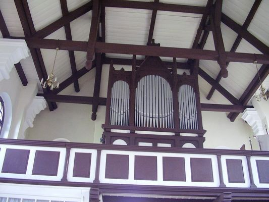 Organy w kościele w Ługach Ujskich