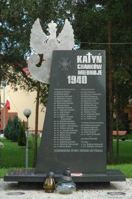 Pomnik Legionowskich ofiar zbrodni Katynskiej (2) przy kosciele pw Matki Bozej Fatimskiej w Legionowie
