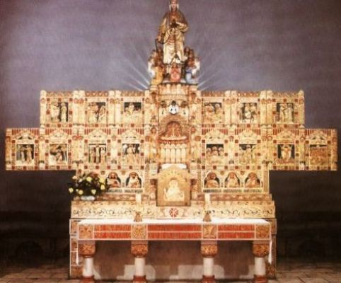 Ołtarz w kościele w Chropaczowie