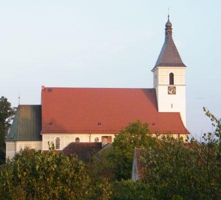 Kościół pw. Najświętszego Serca Pana Jezusa w Zagwiździu (widok z cmentarza)