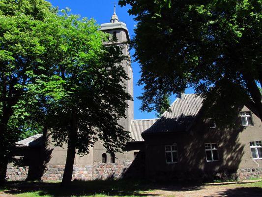 Kościół Parafialny w Piecach 01