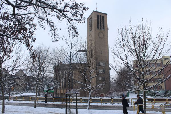 Kościół Podwyższenia Krzyża Świętego w Bytomiu zimą