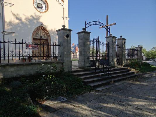 619348 małopolskie gm Proszowice Bobin ogrodzenie 2