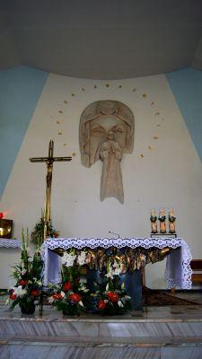 Ołtarz w kościele Pw. św. Maksymiliana Marii Kolbego w Porębie