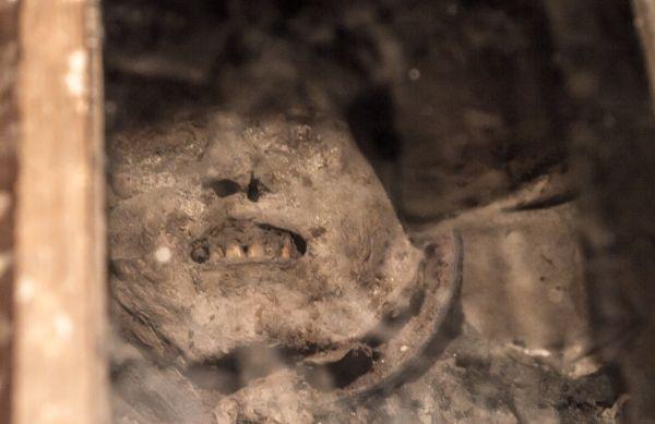 Olsztyn-Kosciol-SwJana-mumia-w-krypcie