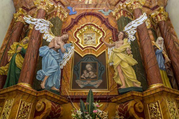 Olsztyn-Kosciol-SwJana-oltarz-boczny-prawo