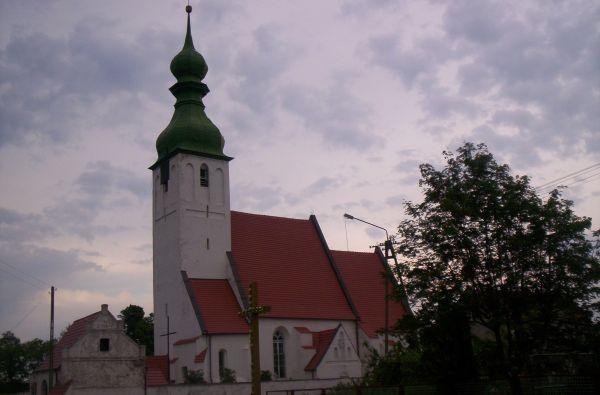 Kościół pod wezwaniem św. Michała Archanioła.