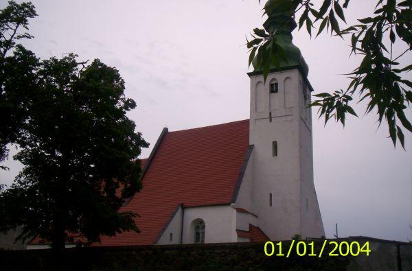 Kościół z fragmentem szesnastowiecznego muru.