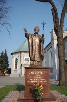 Witkowo-pomnik Jana Pawła II