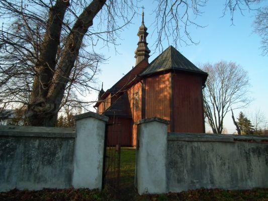 Drewniany kościół w Dzierzkowicach 1