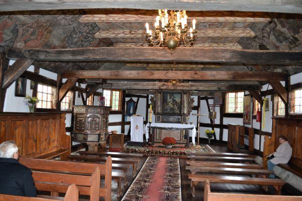 Wnętrze kościoła w Dzisnej
