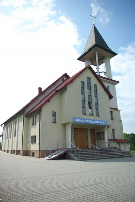 Church of the Assumption in Trepcza front left