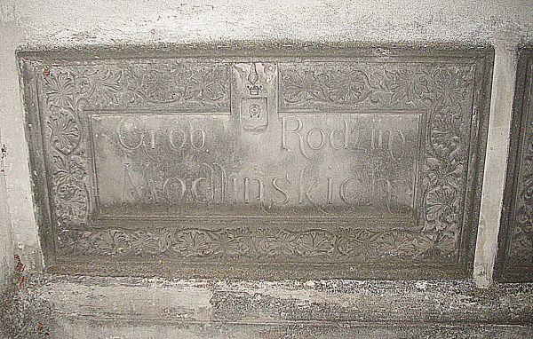 Zabytkowy grób rodziny Modlińskich