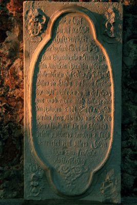 Jerzmanowa --Płaskorzeźby na scianach Kościóła Wszystkich Świętych (zetem)