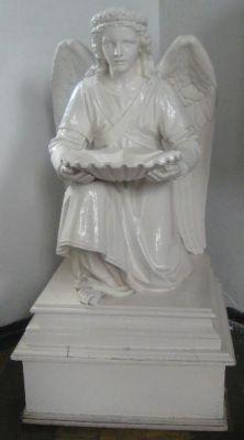 Chrzcielnica Klęczący Anioł