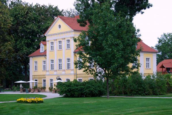 """Pałac w Łomnicy - Dwór """"Dom Wdowy"""" (Mały pałac)"""