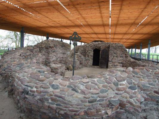 Ruiny palatium i kaplicy1