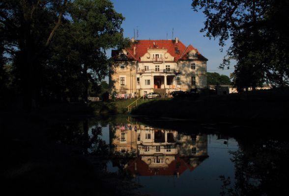 Kaźmierzów -- Pałac (zetem.)