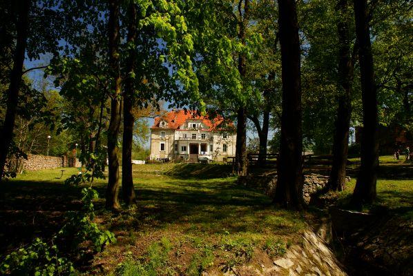 Kaźmierzów, pałac i park