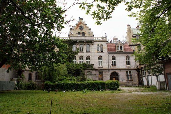 Pałac hrabiów Ballestremów Włodkowica 4 z fr ogrodu fot BMaliszewska