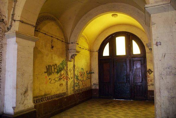 Pałac hrabiów Ballestremów Włodkowica 4 fr sieni z bramą do ogrodu fot BMaliszewska