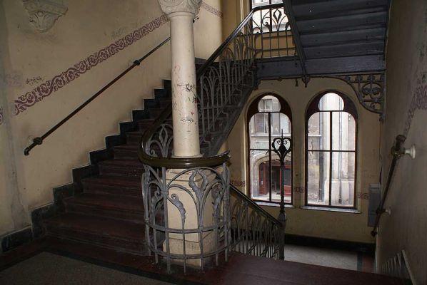Pałac hrabiów Ballestremów Włodkowica 4 klatka schodowa z oknami fot BMaliszewska