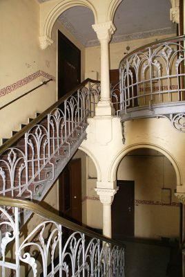 Pałac hrabiów Ballestremów Włodkowica 4 fantazyjne poręcze schodów fot BMaliszewska