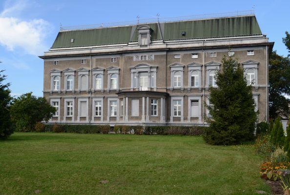 Pałac w Pogrzebieniu a6