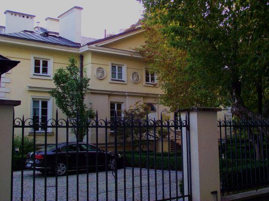 107A Puławska Street in Warsaw - Henryków palace 01