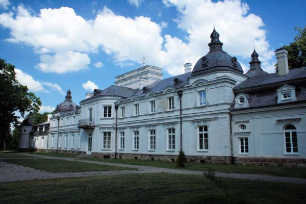 Rudka palace back