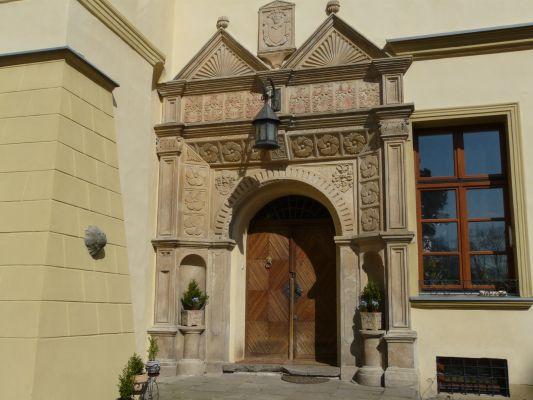 Portal zamku w Czernej