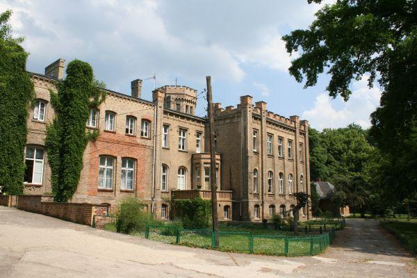 Kawęczyn pałac 2011 06 01 fot K Lewandowski 6969