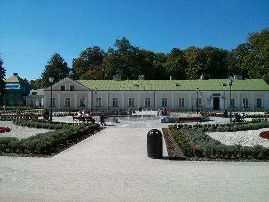 Końskie zachodnie skrzydło pałacowe biblioteka 2014 09 05 by Jacmu