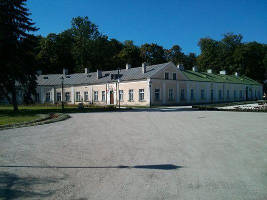 Końskie zachodnie skrzydło pałacowe widok z SE 2014 09 05 by Jacmu