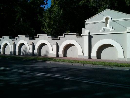 Ogrodzenie parkowe ul Partyzantow przy skrzydle 2014 09 05 by Jacmu