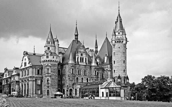 Pałac w Mosznej - widok z zewnątrz