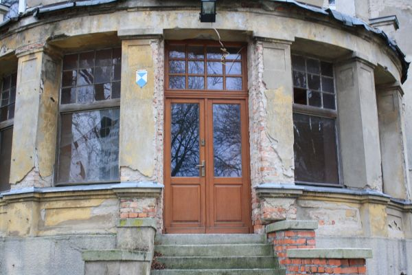 Palace in Ostrowo Szlacheckie (The front door)