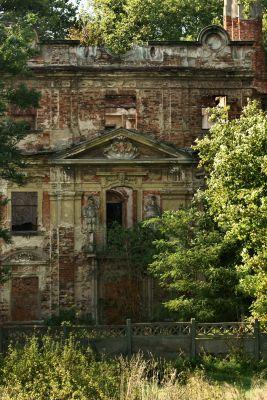 Parchów --Ruina pałacu (zetem) 04