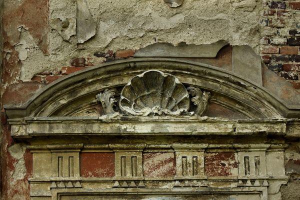 Parchów --Ruina pałacu (zetem) 03