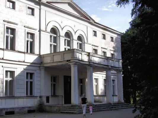2008 08060208 - Rakoniewice - zespół pałacowy - pałac z 1830 r